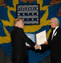 Steve Carpenter receives Stockholm Water Prize